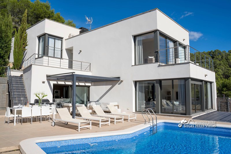 Villa Chanel with private pool, alquiler vacacional en Sant Pere de Ribes
