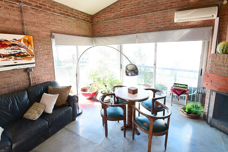 Loft duplex, supervista veleros, terraza, cochera, laundry, parrillero uso comun, holiday rental in Montevideo