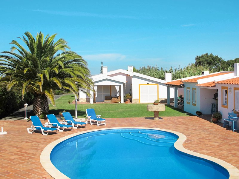 Casal Arrifes Villa Sleeps 8 with Pool - 5821809, holiday rental in Serra del Rei