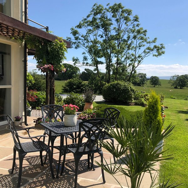 LOW VIEW MEADOW KIRKBY LONSDALE STUNNING COUNTRYSIDE VIEWS + FREE POOL AND GYM, casa vacanza a Ireby