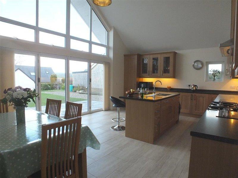 AWEL DEG, 3 bedroom, Pembrokeshire, alquiler de vacaciones en Newport -Trefdraeth