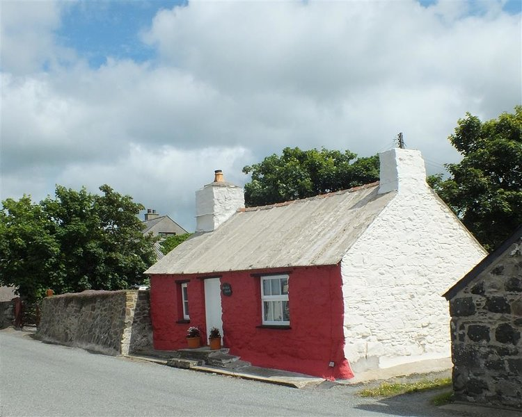 BWTHYN ALARCH, 2 bedroom, Pembrokeshire, location de vacances à Ferrytryce