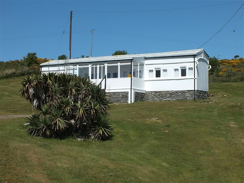 THE DUNES, 4 bedroom, Ceredigion, holiday rental in Moylegrove