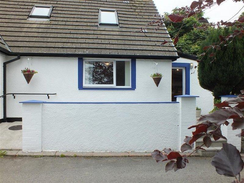 HENGOED APARTMENT, 1 bedroom, Pembrokeshire, holiday rental in Newport