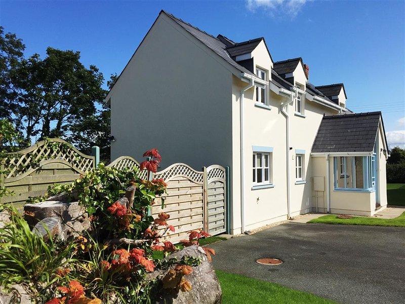 11 PARC YR EGLWYS, 3 bedroom,, holiday rental in Dinas Cross