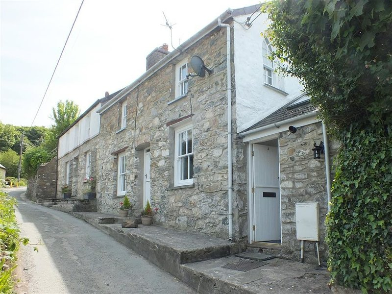 ANNWYLFAN, 2 bedroom, Pembrokeshire, vacation rental in Rosebush