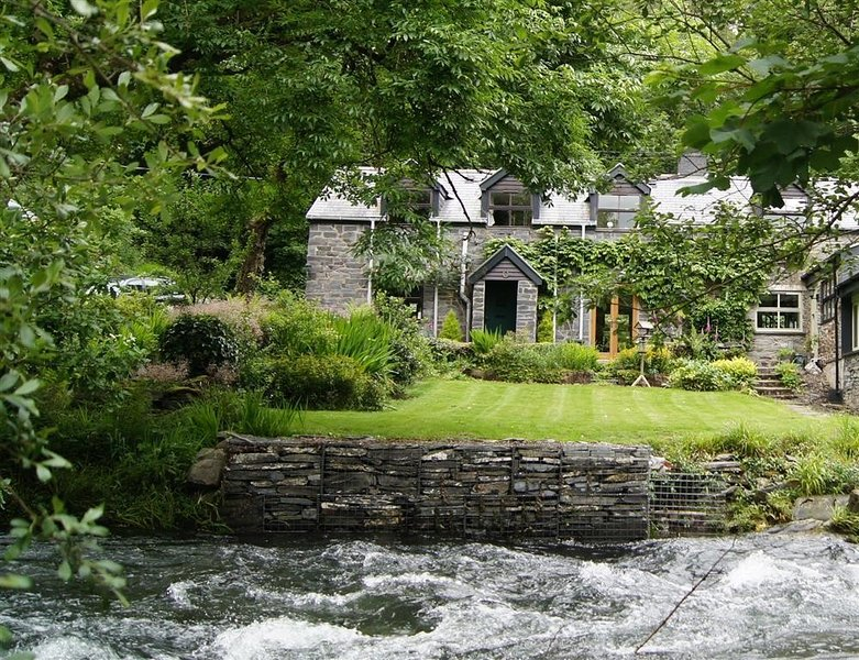 DOVEY VALLEY COTTAGE, 2 bedroom, Powys, aluguéis de temporada em Machynlleth