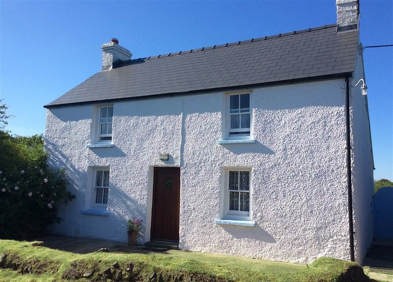 TY GWYN, 3 bedroom, Pembrokeshire, holiday rental in Mathry