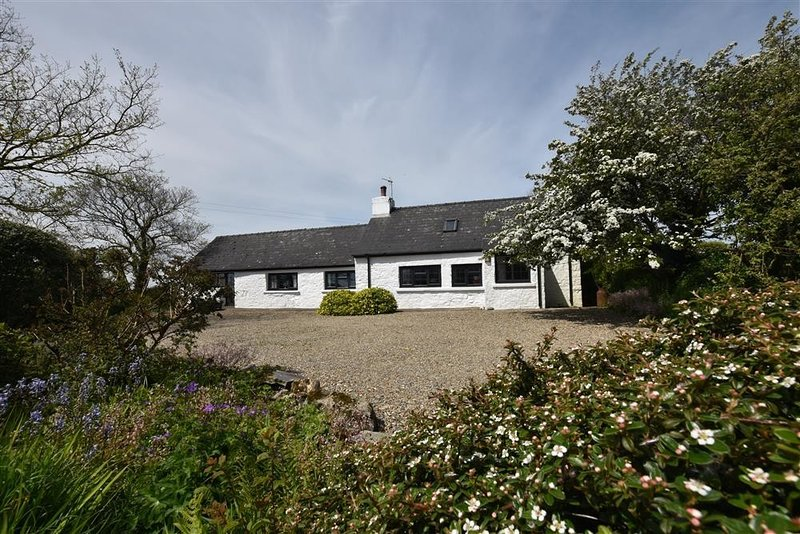 Ty-Newydd Cottage, Newport, Pembrokeshire, holiday rental in Moylegrove