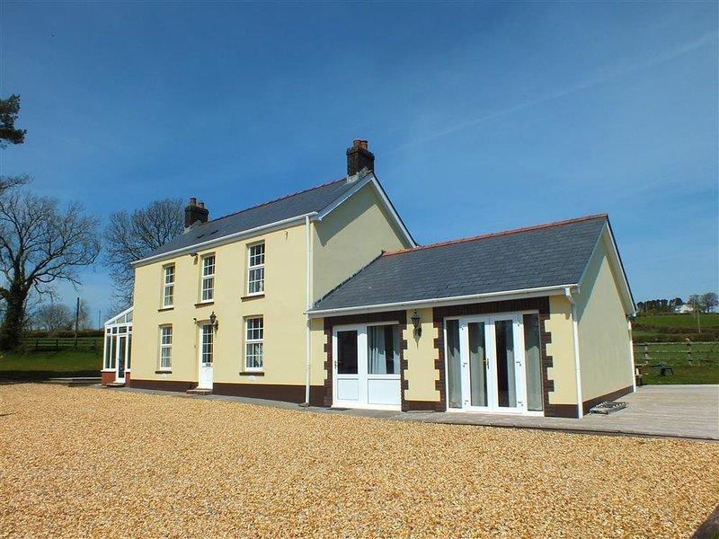 SARNAU, 5 bedroom, Carmarthenshire, holiday rental in Clunderwen