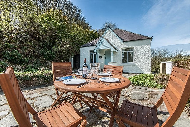 PENMORFA, 4 bedroom, Pembrokeshire, holiday rental in Dinas Cross
