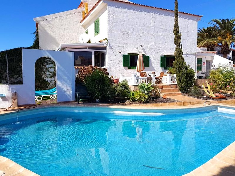 Amazing villa with swimming-pool, location de vacances à Cho