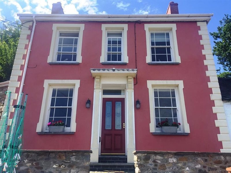 MAES Y FFYNNON, 3 bedroom, Pembrokeshire, holiday rental in Cilgerran
