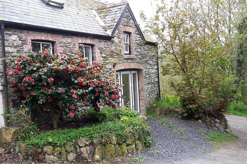 CWMBRANDY COTTAGE, 2 bedroom, Pembrokeshire, holiday rental in Letterston