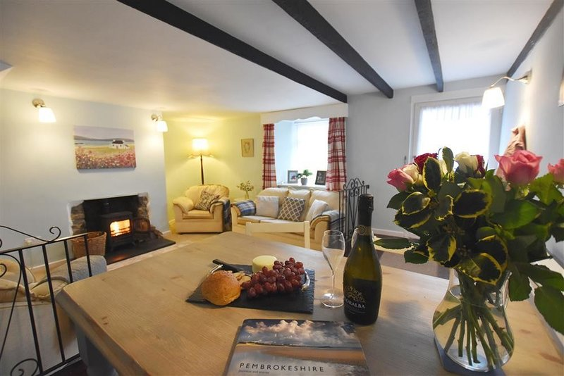 LLETY BACH, 2 bedroom, Pembrokeshire, vacation rental in Fishguard