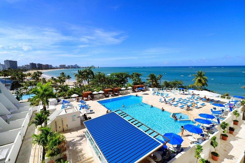 Oceanfront Two-Bedroom Condo w/ Isla Verde Beach Access, vacation rental in Isla Verde