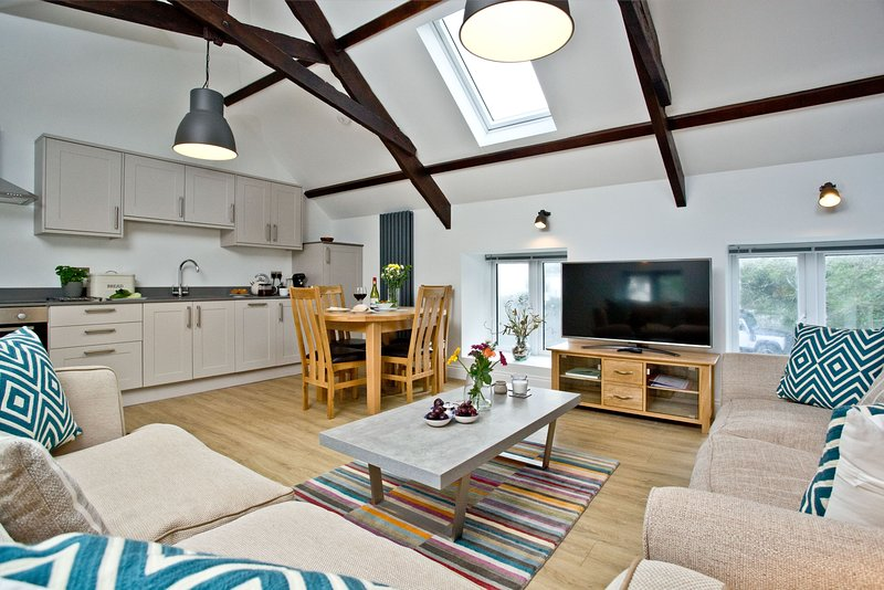 The Barn, 21 At The Beach - A beautifully restored barn that's set  just metres, casa vacanza a Slapton