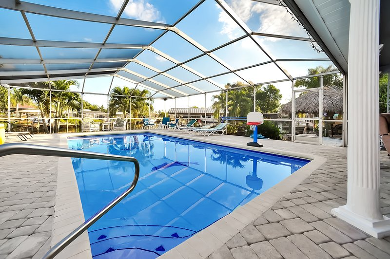 Apollo Beach Home with Pool, Room To Entertain, Pet Friendly!, holiday rental in Gibsonton