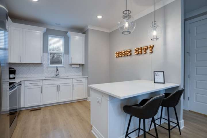 Duke 31 ~ Gated Secure Development ~ Walk to Coffee Shop or Grocery ~ Mins to Do, holiday rental in Whites Creek