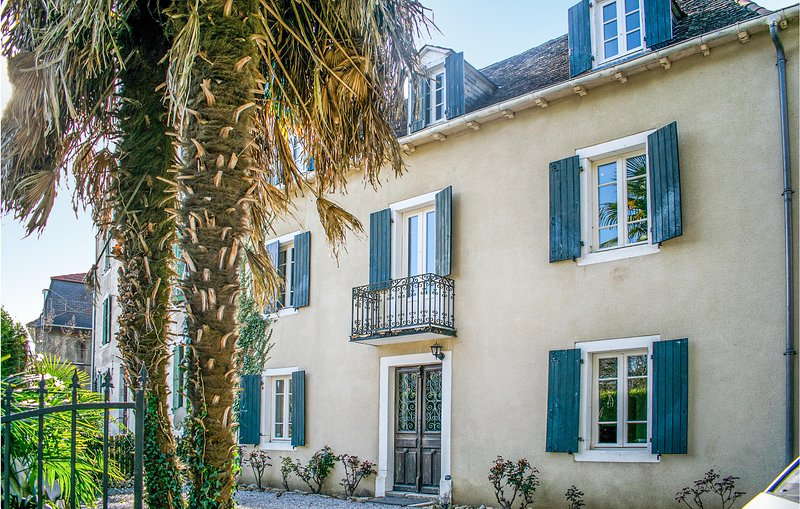 Stunning home in Salies de Béarn with 4 Bedrooms (FAP065), holiday rental in Bonnut