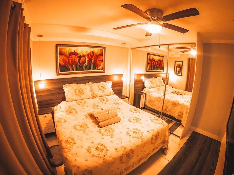 King Bed in a Modern and Comfortable Apartment, aluguéis de temporada em Diadema
