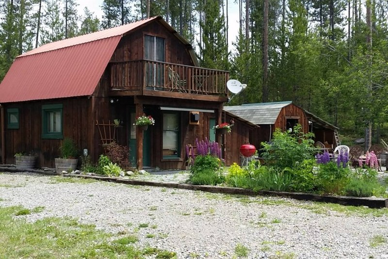 Red Roof Cabin on 3 Acres in the Heart of Glacier, casa vacanza a Coram