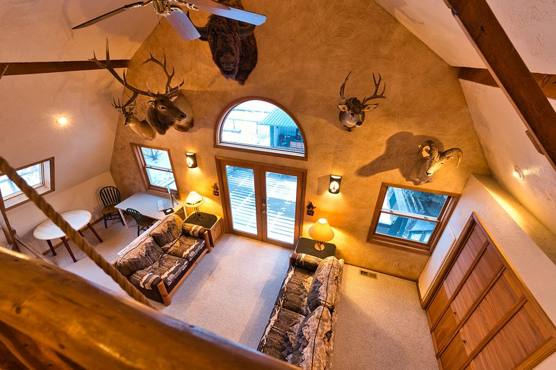 ☆Bozeman Trail Barn // CLEAN & Highly Discounted Home☆ Sleeps 16+, vacation rental in Ranchester