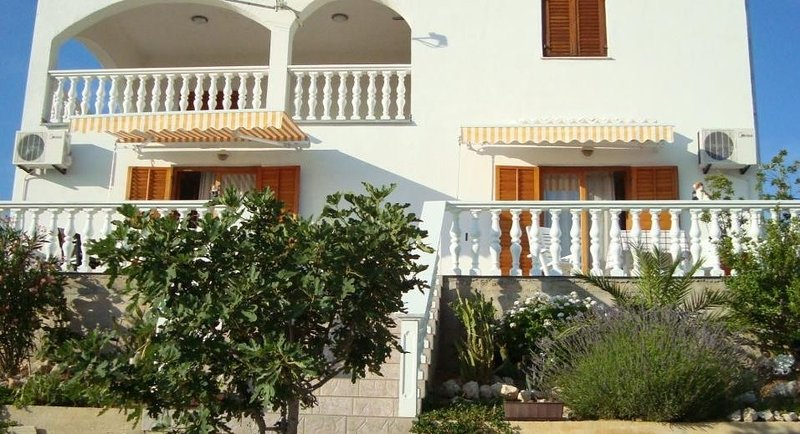 Apartment 4847-3 for 4 Pers. in Kustici, holiday rental in Kustici