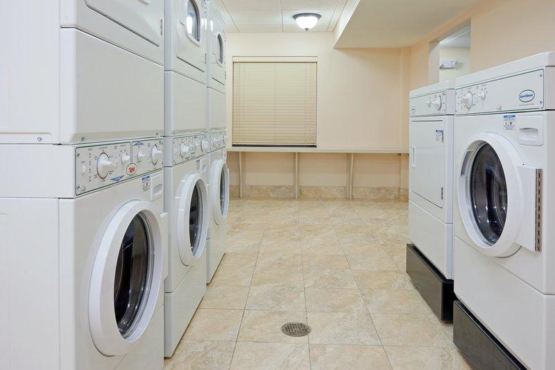 Wäsche mühelos mit den Wäschemaschinen vor Ort waschen.