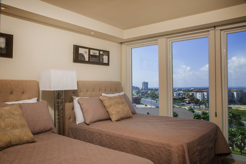 Amazing Bayview! Spacious living & dinning room 1 BR condo. Pet Friendly, location de vacances à Île de South Padre