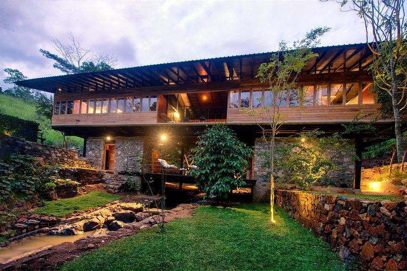 Sati Villa, holiday rental in Doluwa