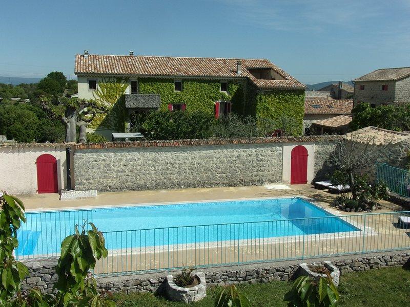 Mas Ardéchois la FENIERE *** piscine chauffée, location de vacances à Joyeuse