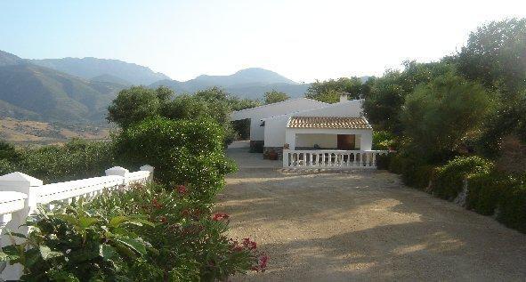 Amazing chalet with mountain view, location de vacances à Zahara de la Sierra