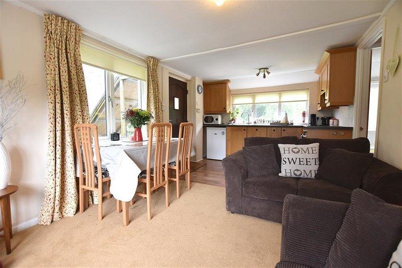 BRYN INGLI APARTMENT, 2 bedroom, Pembrokeshire, holiday rental in Moylegrove