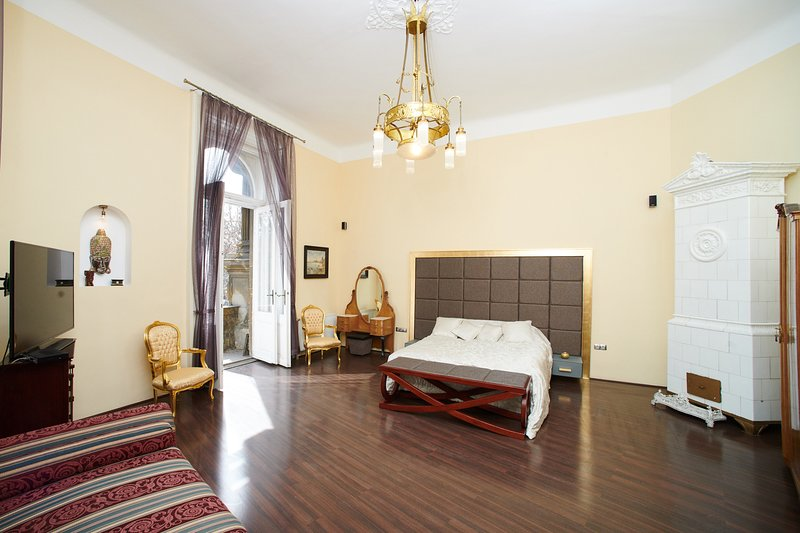 Count Andrassy Luxurious Residence, holiday rental in Mogyorod