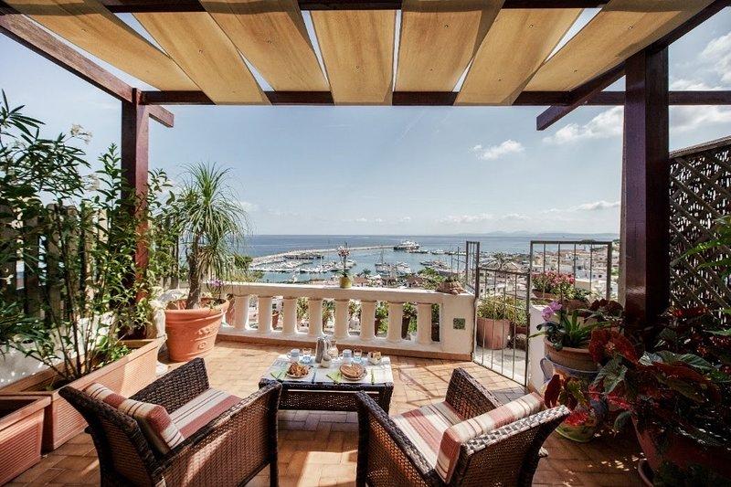 APPARTAMENTO VILLA PANORAMICA. Villino dei fiori, holiday rental in Casamicciola Terme