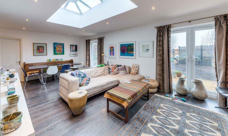 Comfortable 3 bedroom Goodwood accommodation, casa vacanza a Hunston