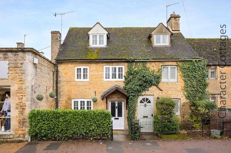 Station Cottage is a pretty home nestled in the heart of Bourton-on-the-Water., vacation rental in Great Rissington