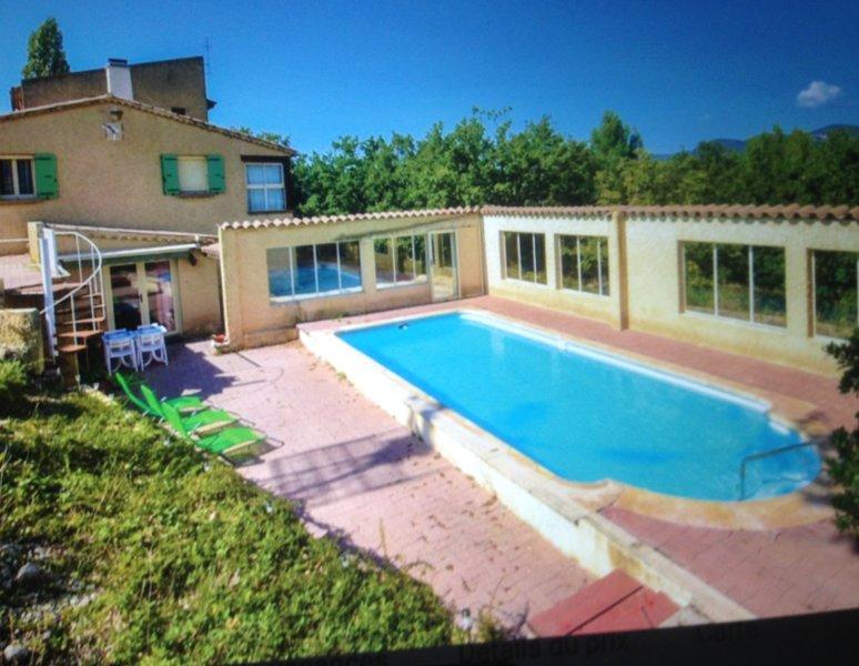 Spacious villa with swimming-pool, location de vacances à Mollans sur Ouveze