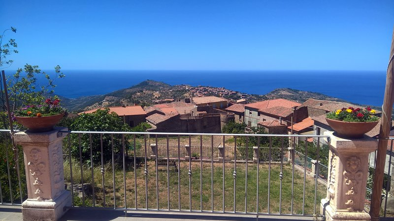 Nice apartment with sea view, vacation rental in Pollica
