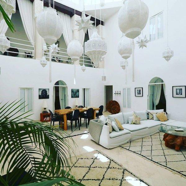 Amazing villa with swimming-pool, alquiler de vacaciones en Ait Azzi