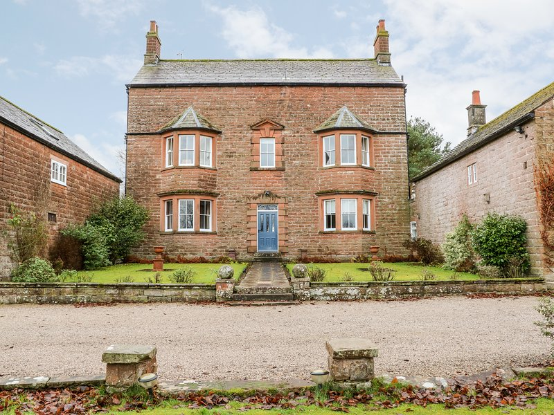 EDEN HOUSE, detached, Grade II listed, open fires, WiFi, large gardens, great, holiday rental in Penrith
