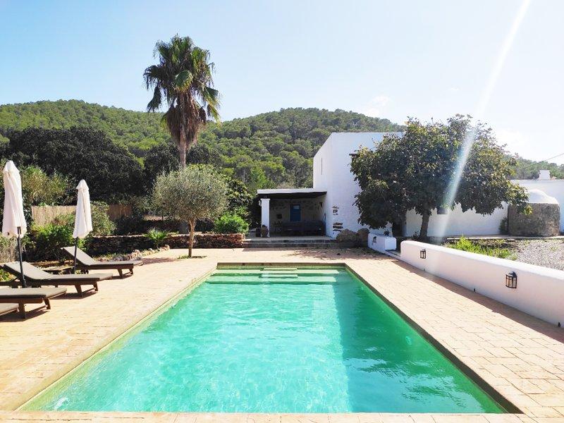 Can Maries. Preciosa casa payesa ibicenca, holiday rental in Cala Llonga