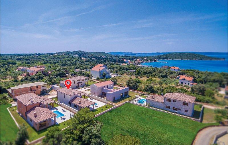 Beautiful home in Muline with WiFi and 4 Bedrooms (CDU357), alquiler vacacional en Ugljan Island