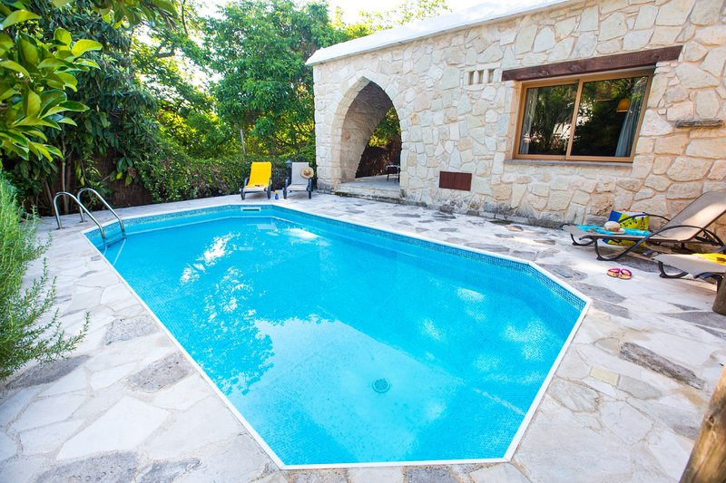3 Bedroom Villa Violaris, Paphos, Cyprus, location de vacances à Inia