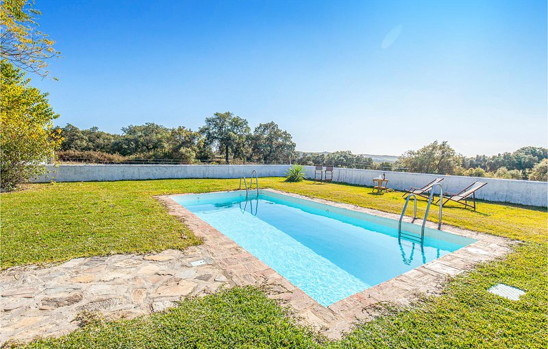 Nice home in Constantina with Outdoor swimming pool, Outdoor swimming pool and 4, vacation rental in Constantina
