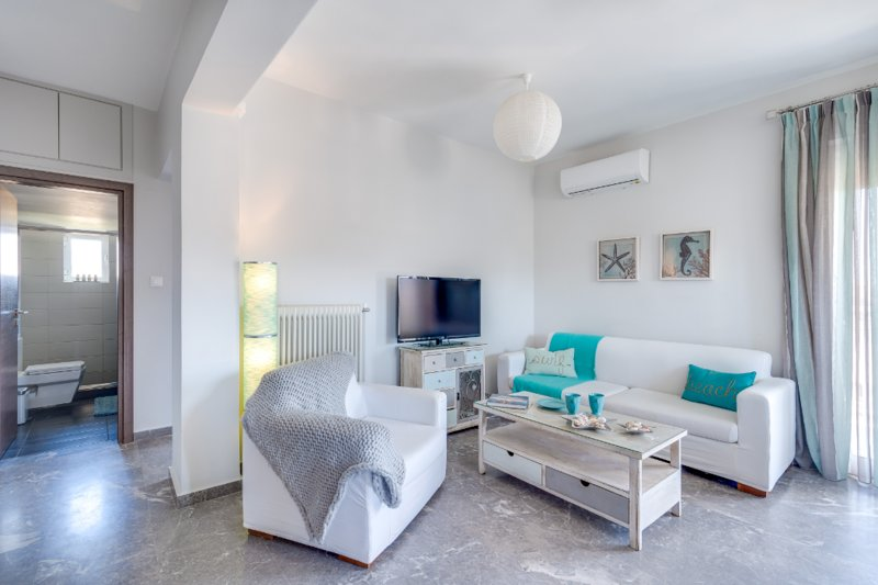 Urban Living, 2 bdr apartment #6, holiday rental in Mournies