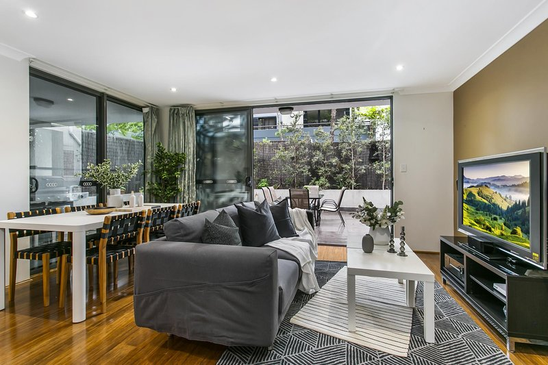 Large unit amid inner-city greenery close to CBD, vacation rental in Arncliffe