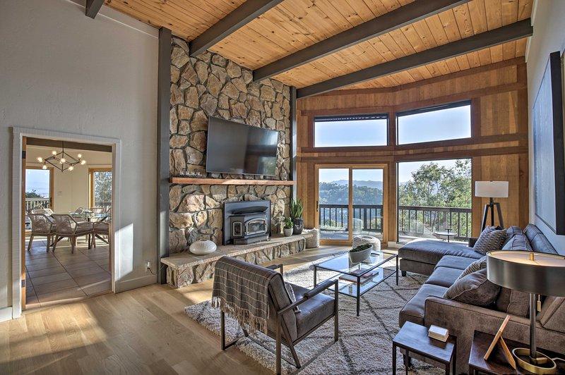 Scenic Sequoia: A Chic Californian Hilltop Retreat, location de vacances à San Anselmo