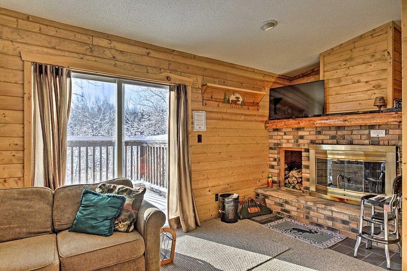 NEW! Black River Retreat: 3 Mi. to Powderhorn Mtn!, holiday rental in Ironwood
